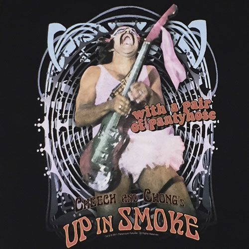 Tシャツ 「Cheech & Chong  Up in Smoke  with a pair of panty house (チーチ&チョン アップインスモーク チーチ ギター)」